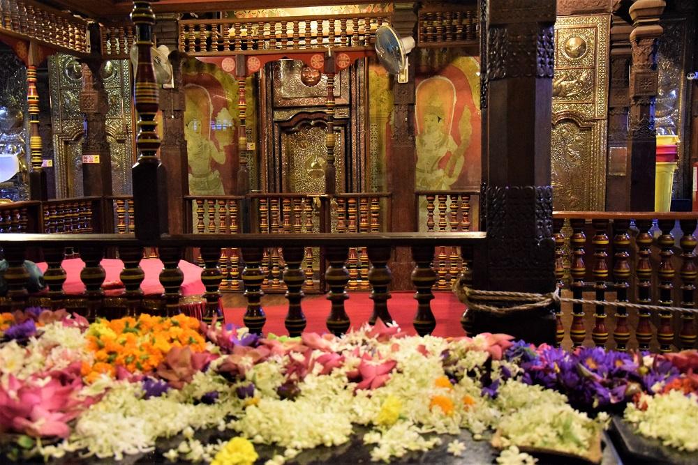 autel-dent-bouddha-kandy