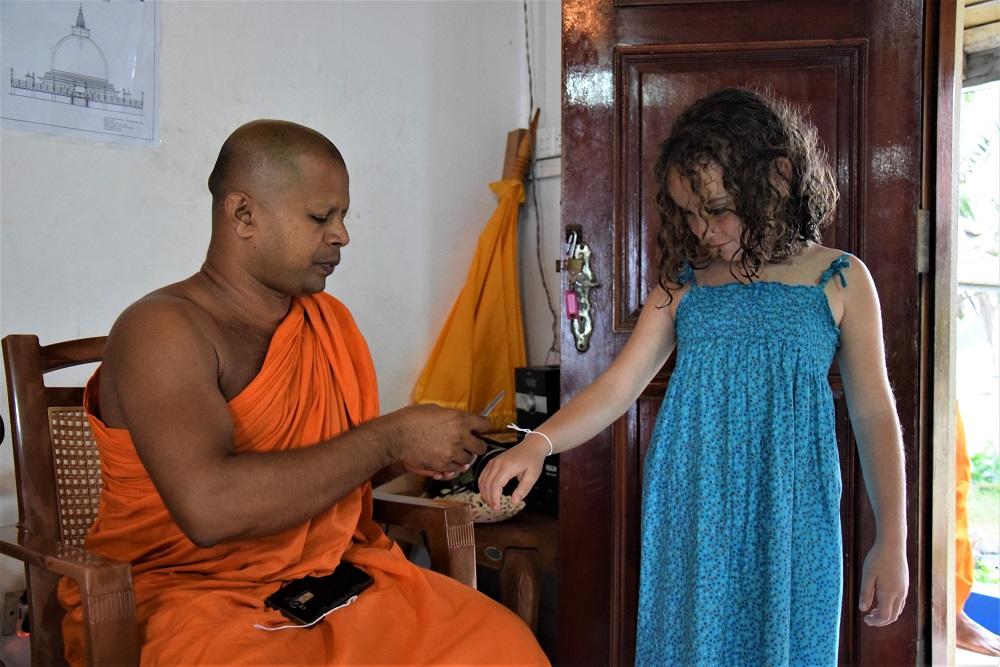 moine-bouddhiste-sri-lanka