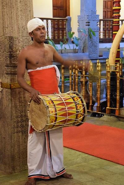 musicien-temple-dent-kandy