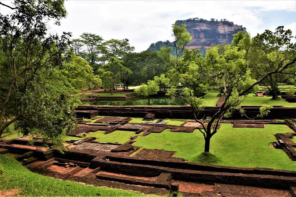 Extrem Dambulla et Sigiriya,vestiges du passé ceylanais. – Vers de  CZ17