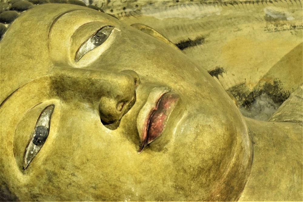visage-bouddha-couche