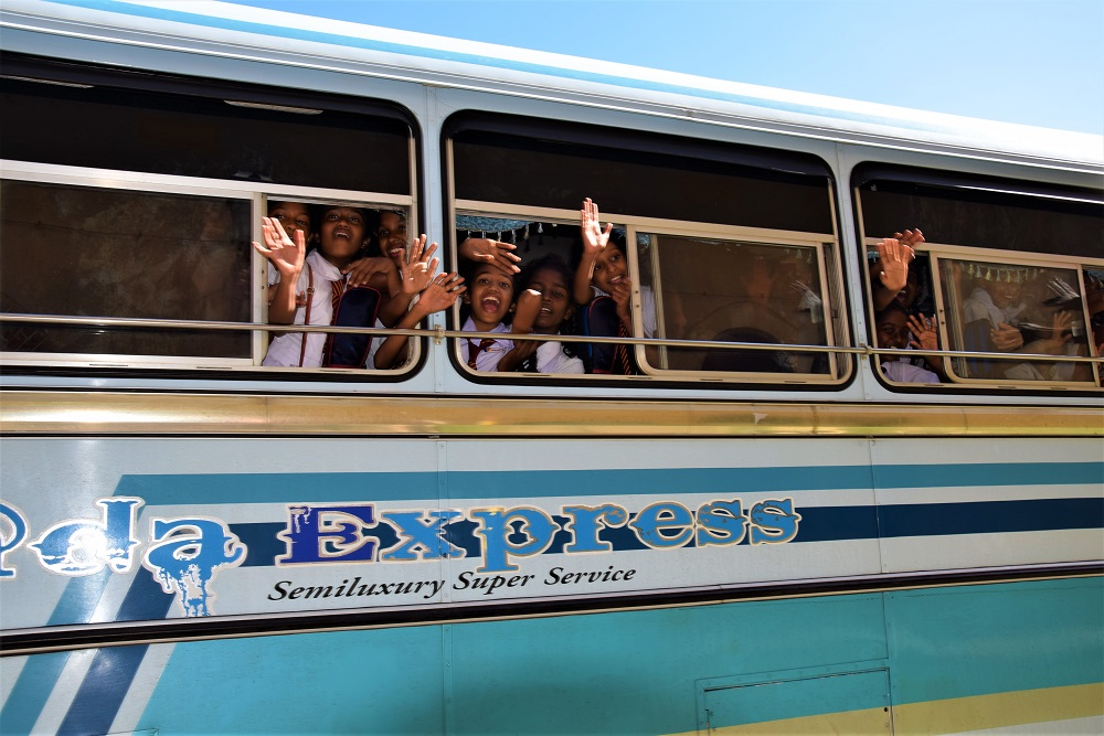 bus_ecoliers_sri_lanka
