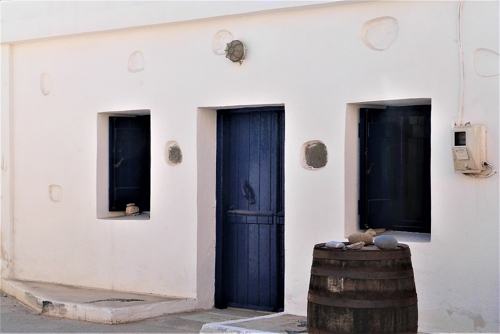maison_cretoise_blanche_bleue_crete